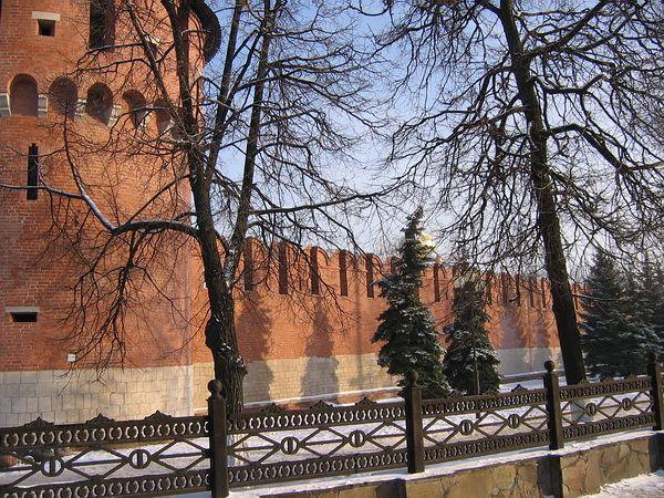 Спасская башня и стена