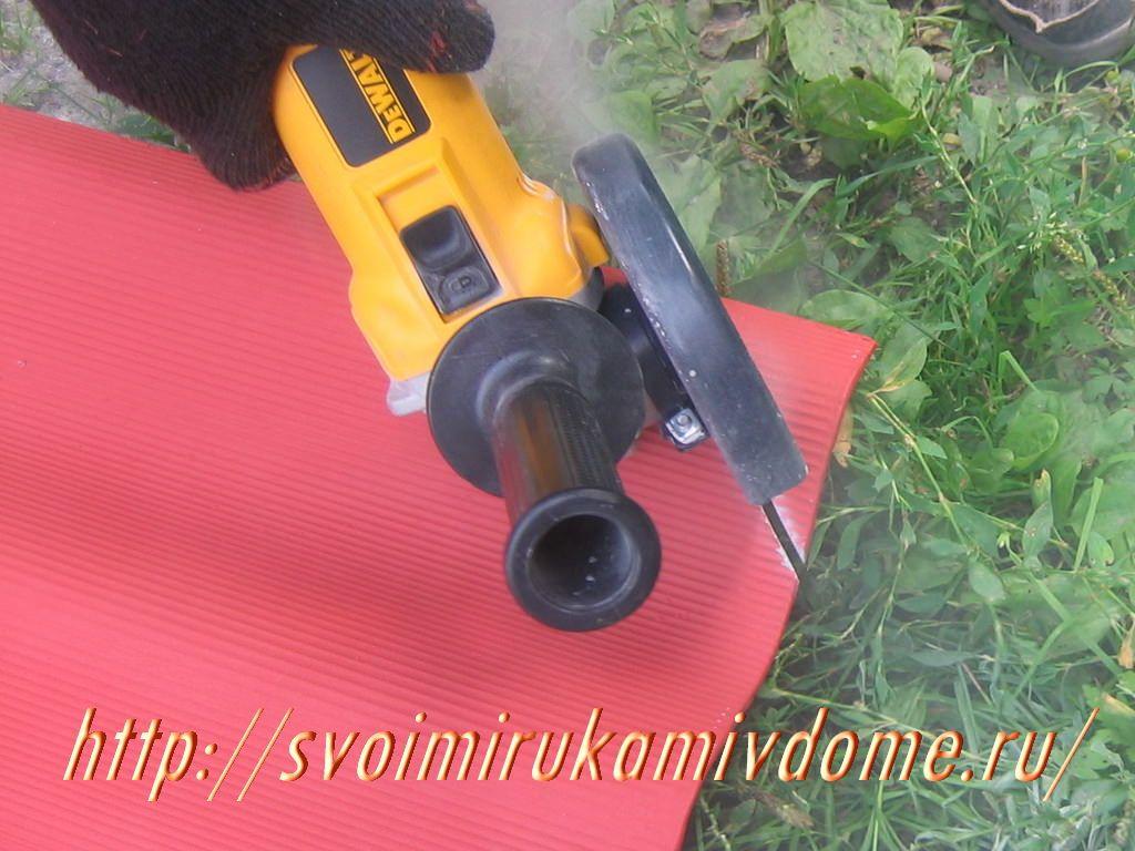 Обрезка уголка болгаркой. Как покрыть крышу своими руками