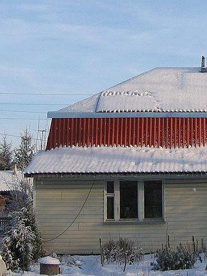 Дом ранней зимой
