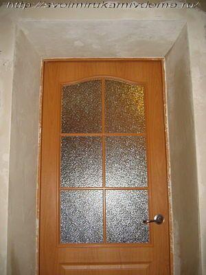 Оштукатуренные откосы и дверь