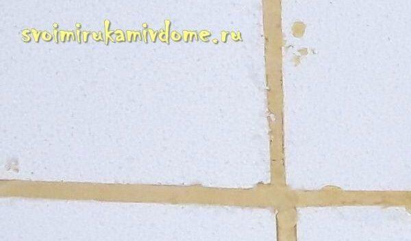 Пенопласт приклеен на стену