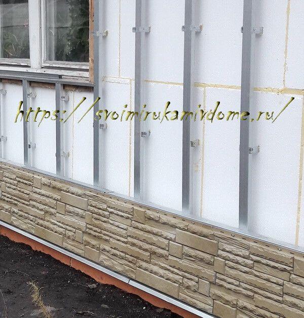 Фасад с окном и отделкой