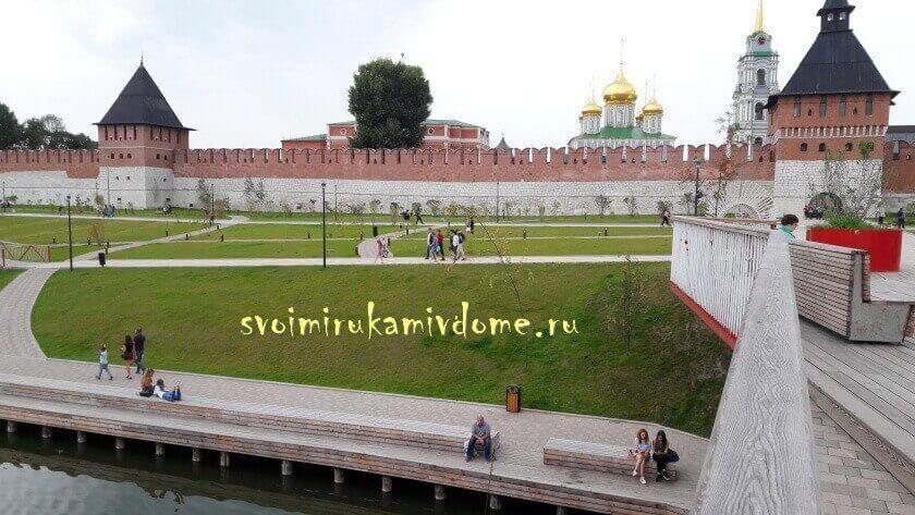 Вид на кремль с мостков над рекой