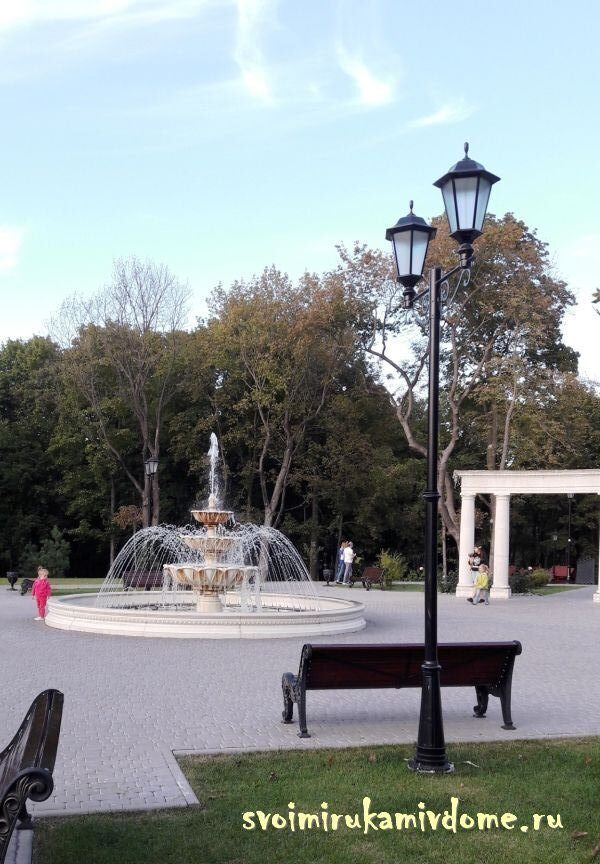 Фонтан на площади, Платоновский парк