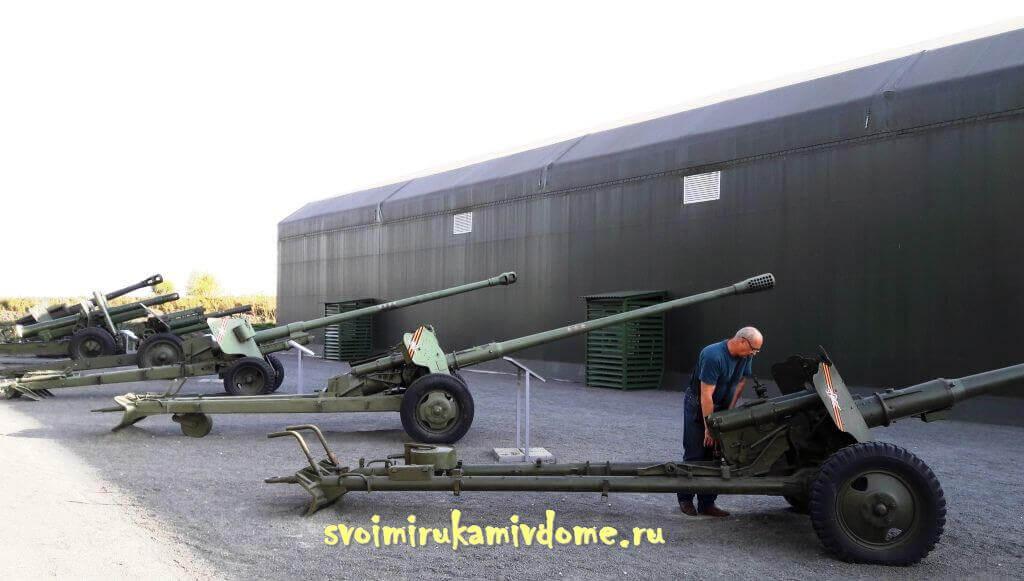 Пушки и гаубицы в парке Патриот