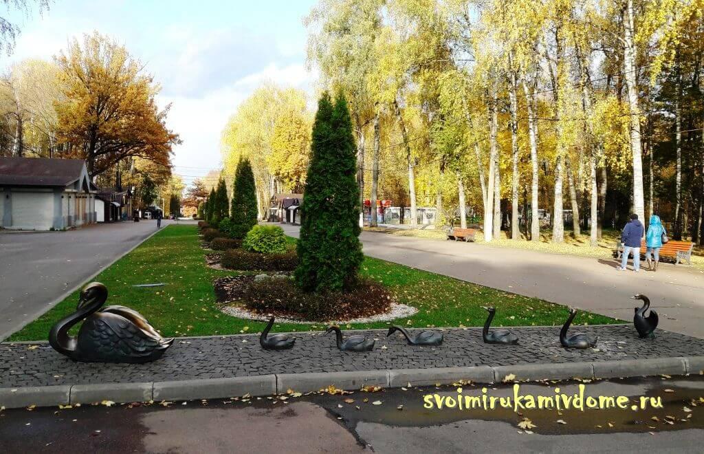 Аллея Белоусовского парка города Тула
