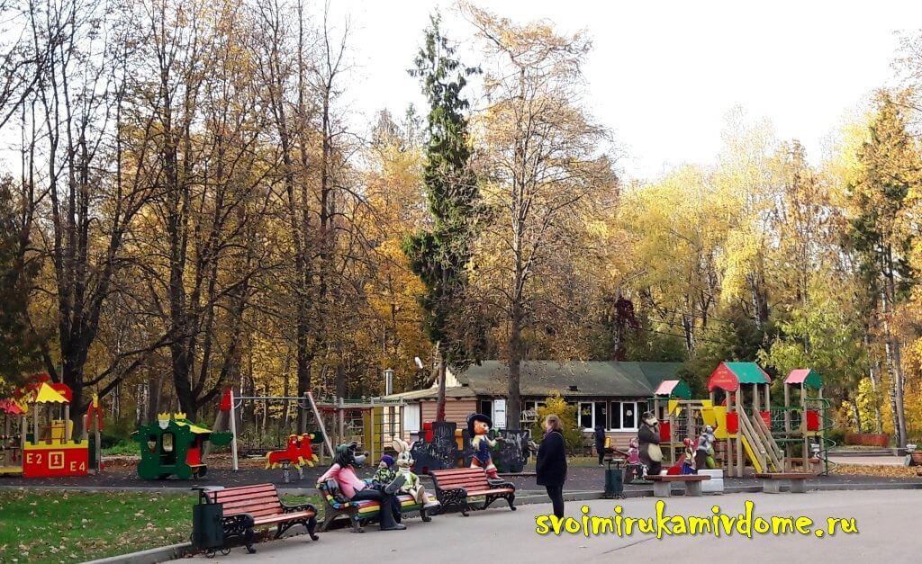 Детская площадка в Белоусовском парке Тулы