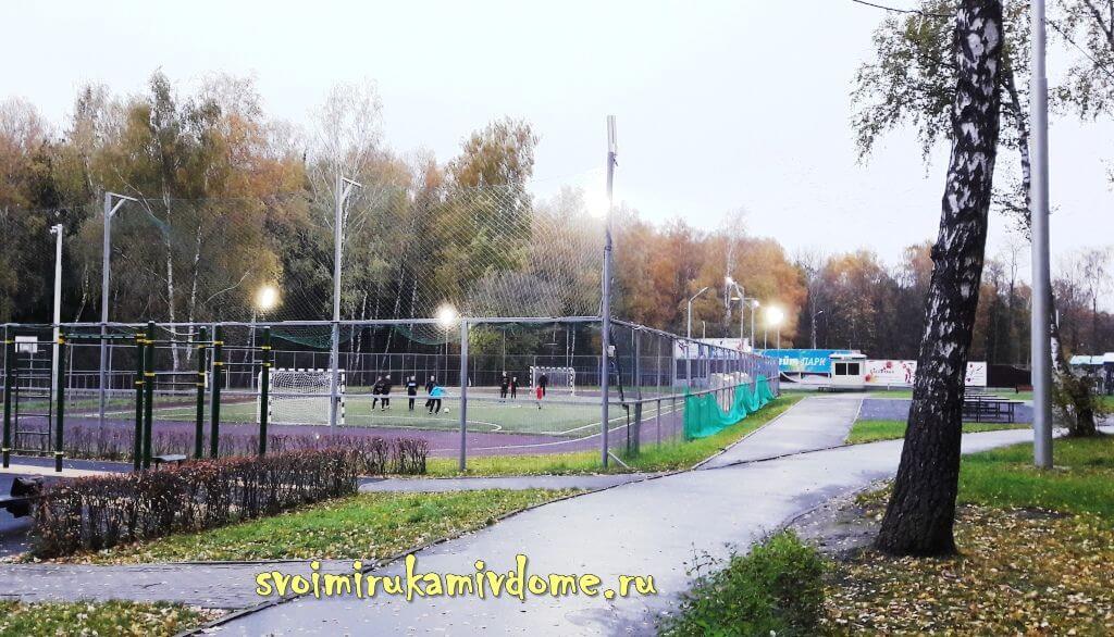 Футбольное поле в Белоусовском парке Тулы