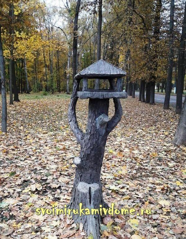 Кормушка для птиц в Белоусовском парке Тулы