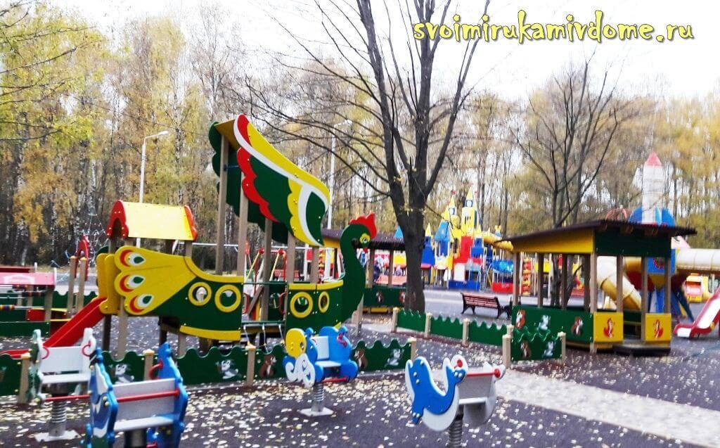 Сквер мама и малыш в Белоусовском парке Тулы