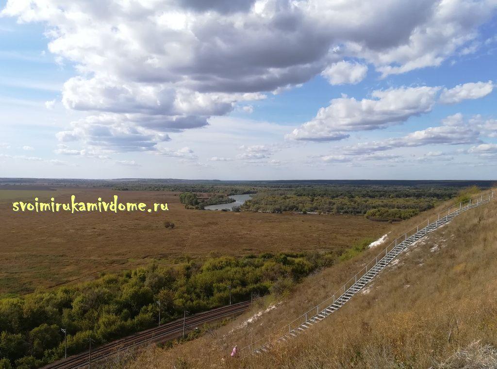 Лестница ведёт на плато Дивногорье