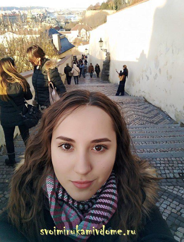 На фоне Старой замковой лестницы, Прага