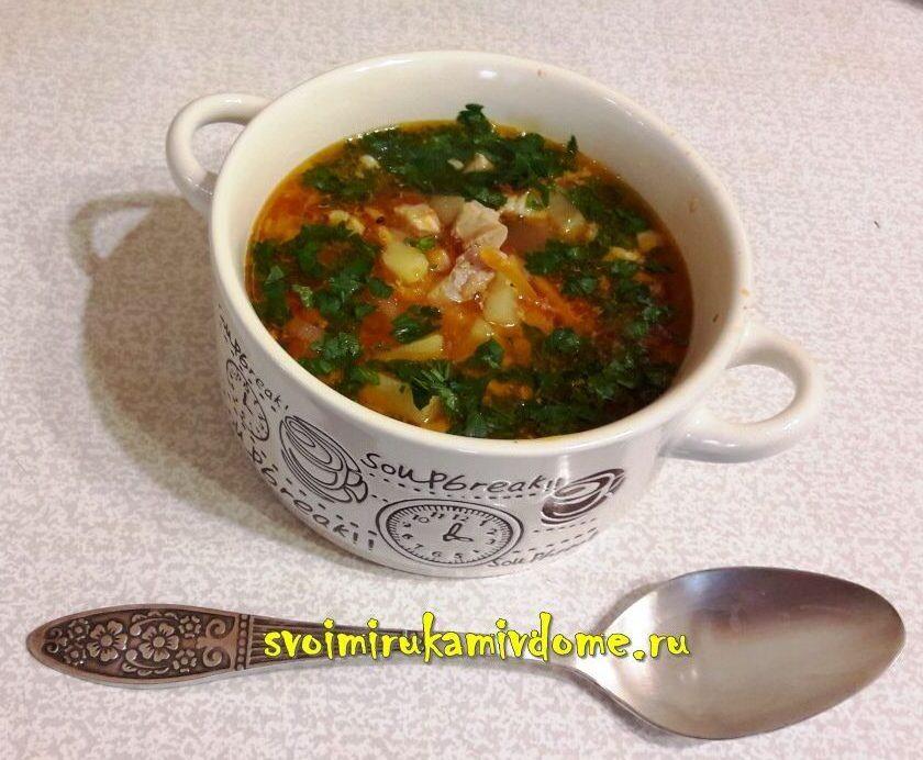 Порция супа картофельного с помидорами