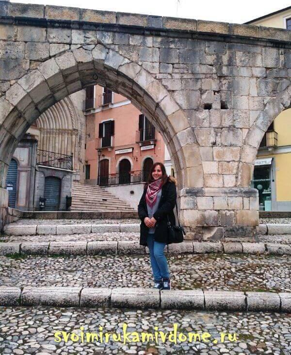 Арки старинного сооружения, Сульмона