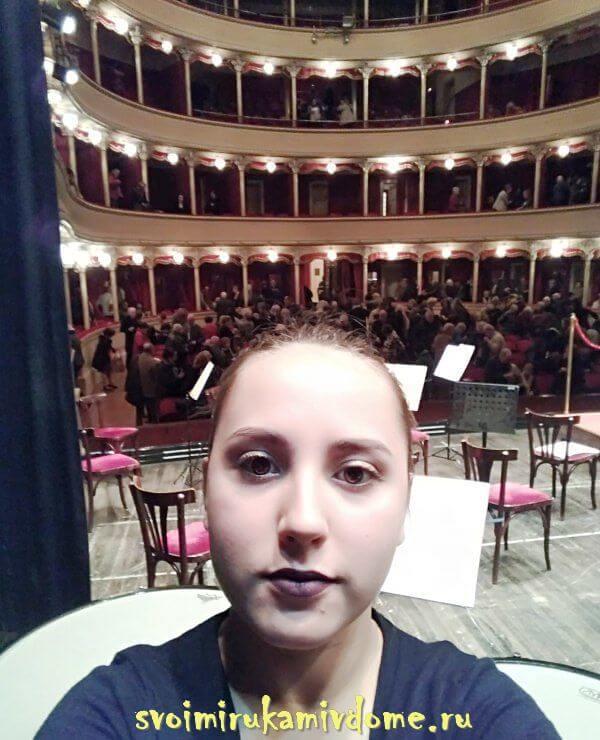 Селфи в театре перед концертом, Италия