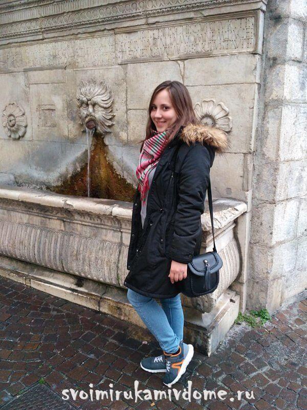 Возле старинного фонтанчика, Сульмона