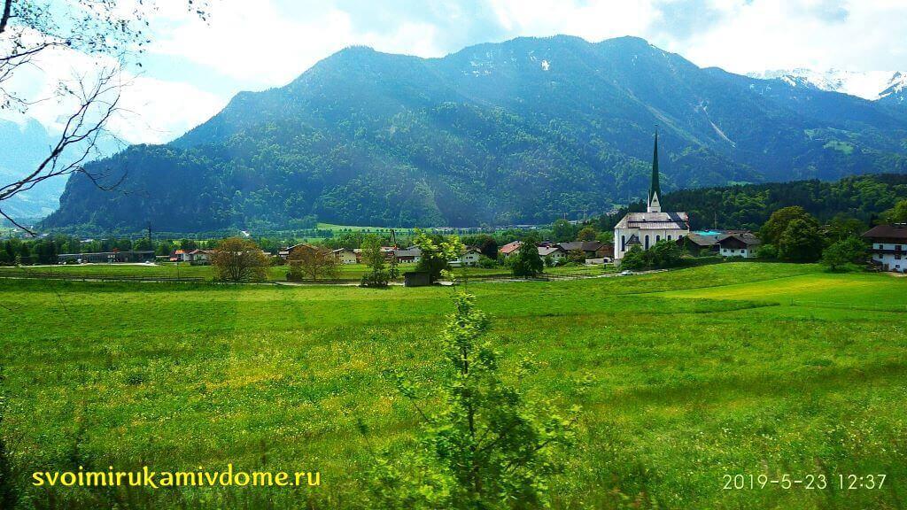 Долина в Баварии и городок вдали