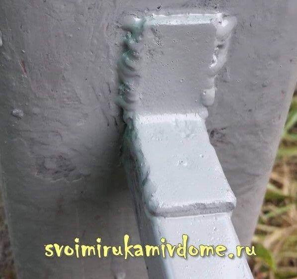 Нижняя перегородка ограждения приварена