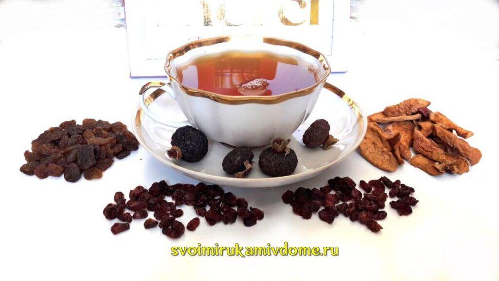 Чай из фруктов в чашке